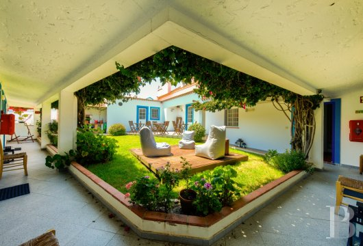 A traditional villa and its sunny patio  near the beaches in the area around Peniche