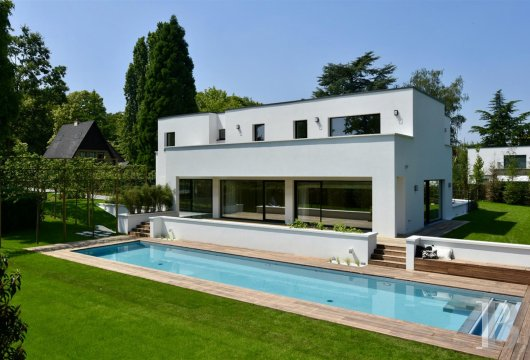 A 751 m², contemporary villa, its wooded garden and its swimming pool,  near to Place-Dumon in Woluwe-Saint-Pierre