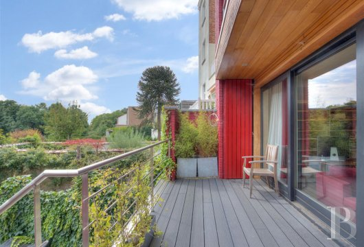 A contemporary townhouse, its garden and its roof terrace  in Uccle's Errera district