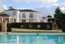 A refined house with a panoramic view and 1 ha of landscaped parklands  near the beaches in the nature park of Arrábida